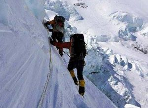 Climbers acclimatising and adjusting to their environment above 6,500 m on Mt Everest. Photo courtesy: Ronnie Muhl